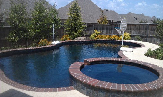 Free Form Swimming Pools in Tulsa Oklahoma